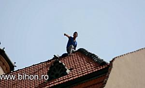Un barbat a amenintat ca se arunca de pe cladirea Vulturul Negru din Oradea