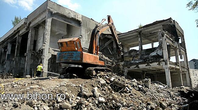 Ruinele fabricii Metalica din Oradea, demolate